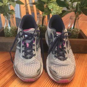 New Balance Cushioning 840 running shoes